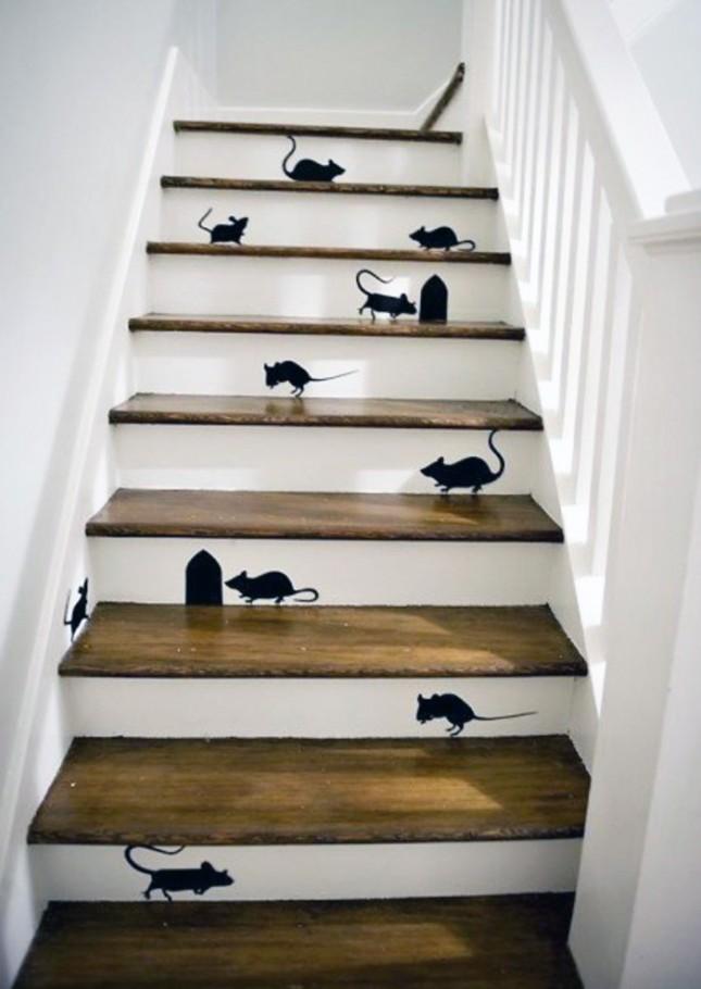Mus på trappen.