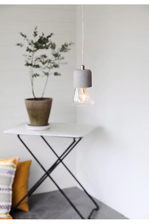 kobber beton lampe