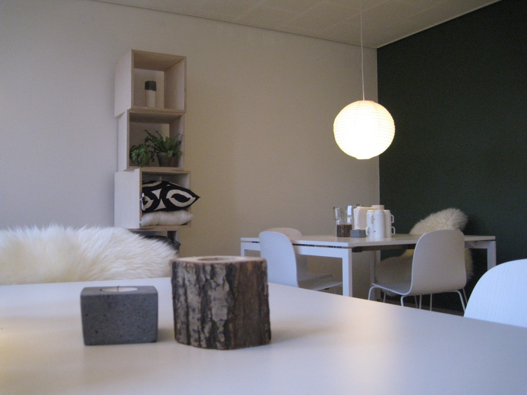 fyrfadslysestage beton og træstub
